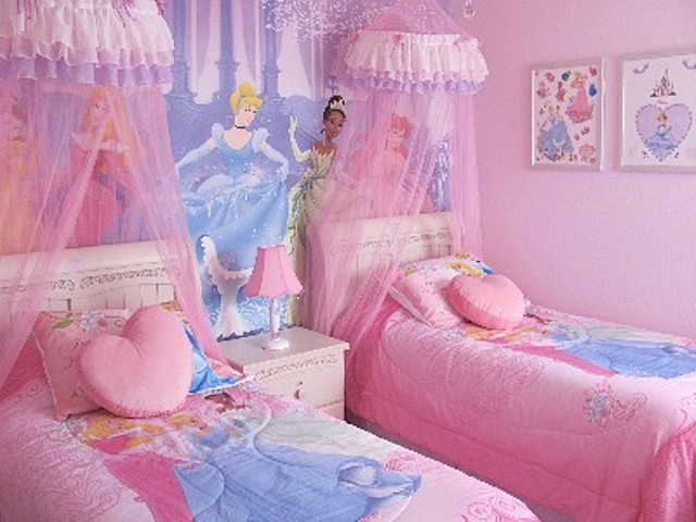 Disney-Princess-Bedroom-2